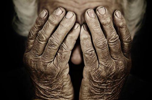 La peur de vieillir nous a tous étreint, ou nous étreindra tous un jour ou l'autre