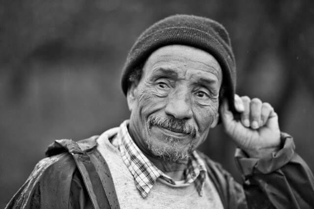 Pierre Rabhi est né en 1938 dans une famille musulmane de Kenadsa, près de Colomb-Béchar, une oasis dans le sud de l'Algérie. Sa mère meurt alors qu'il est âgé de 4 ans. Ses frères vivent à Béchar et Kenadsa.  Son père, forgeron, musicien et poète le confie à l'âge de 5 ans à un couple de Français, un ingénieur et une institutrice, venus travailler dans les houillères du Sud Oranais dans son village natal. Plus tard, son père est contraint de fermer son atelier et de travailler à la mine, ce qui marque la réflexion et la pensée de son fils.